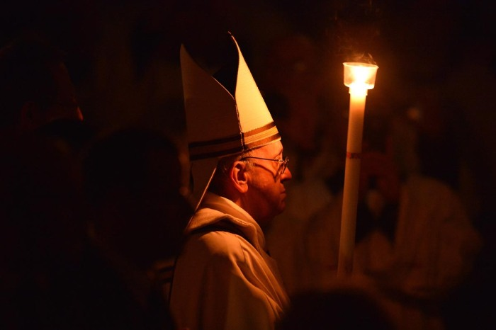 TOPSHOTS-VATICAN-POPE-HOLY SATURDAY-EASTER VIGIL