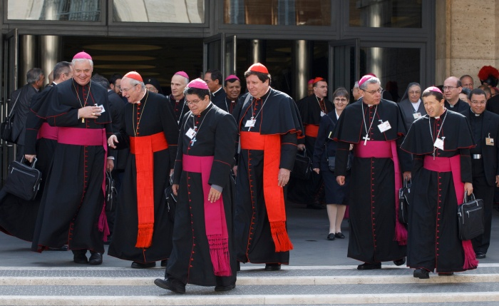 CARDINALS AND BISHOPS LEAVE SYNOD OF BISHOPS ON THE NEW EVANGELIZATION