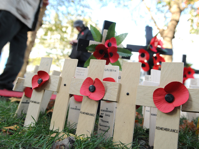 Poppies-on-small-Crosses-for-Remembrance-Sunday