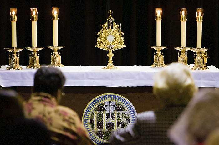 Adoration-CNS