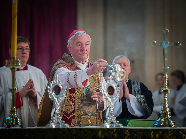 Cardinal-Vincent-in-the-550-year-old-Westminster-vestment