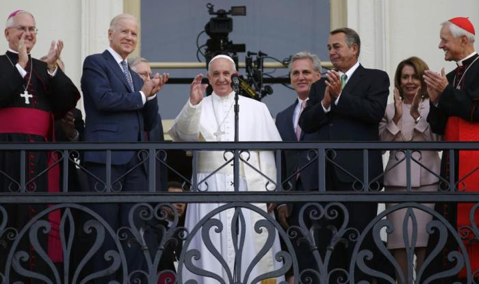 pope-francis-speakers-balcony